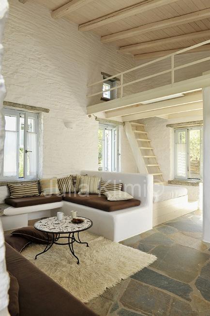 Red tractor farm guesthouse in kea greece for Hotel design kea